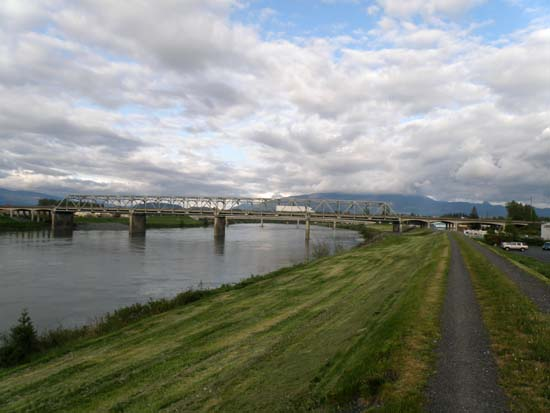 The bridge where I-5 crosses the Skagit River.