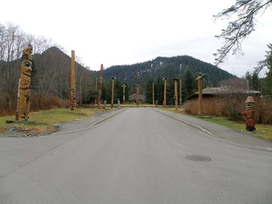 Overview of the Saxman totem poles